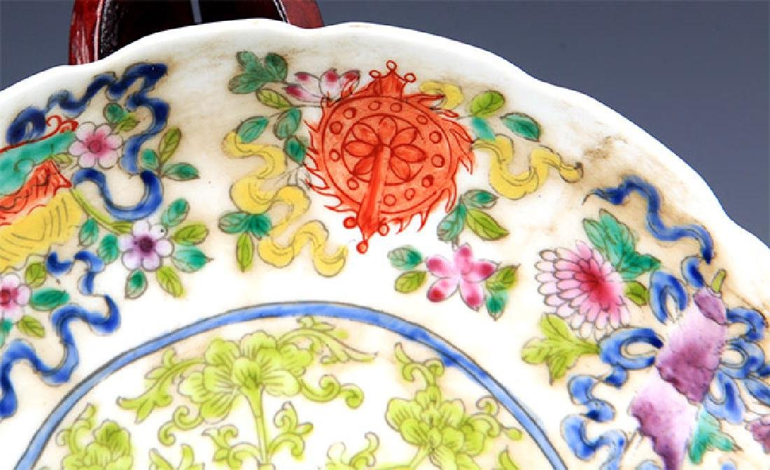 A VERY COLORFUL FAMILLE ROSE PORCELAIN PLATE - 2