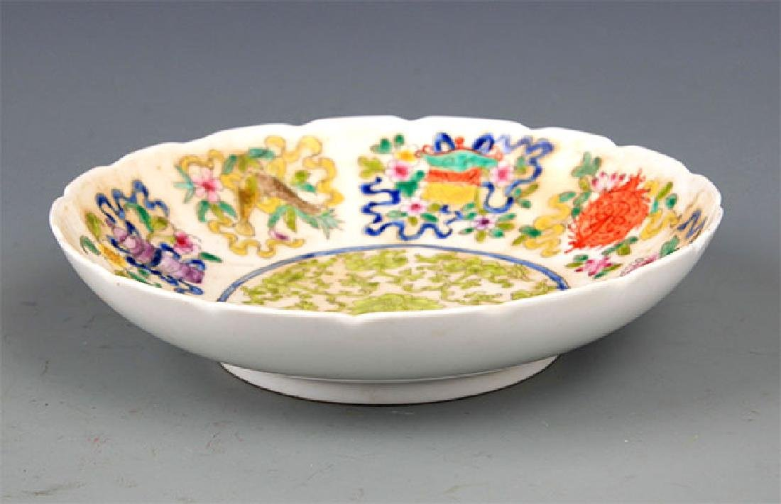 A VERY COLORFUL FAMILLE ROSE PORCELAIN PLATE - 5
