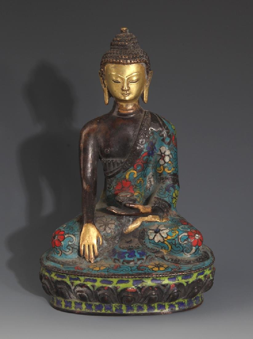 A FINE CLOISONNE ENAMEL BHAISAJYAGURU BUDDHA