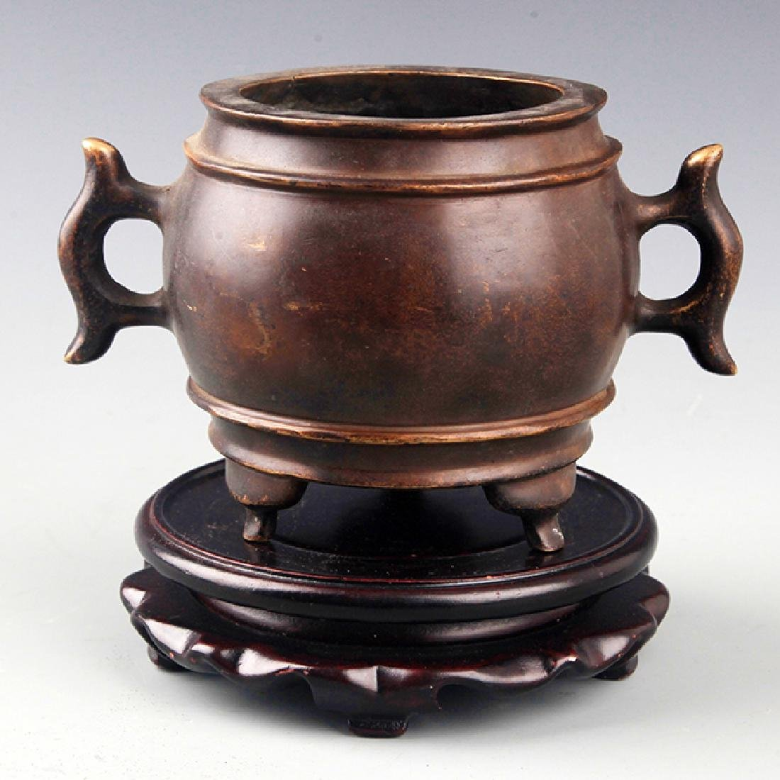 A DOUBLE FISH HANDLE ROUND BRONZE CENSER