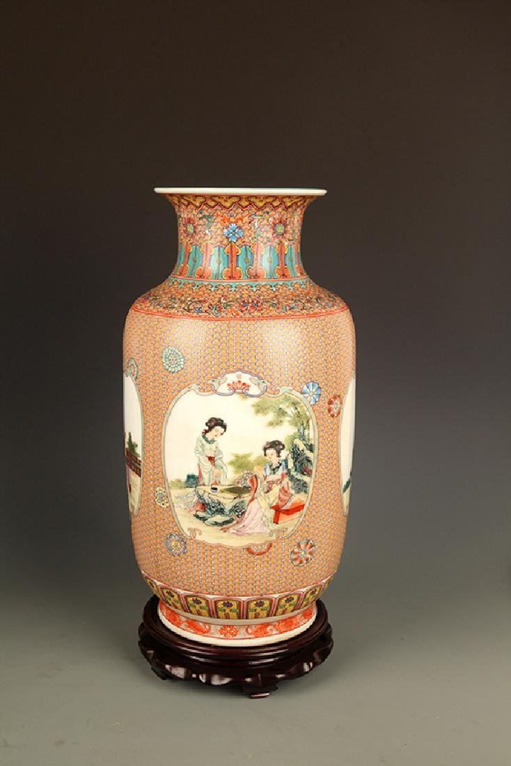A FAMILLE ROSE WITH TURQUOISE GROUND DECORATION VASE