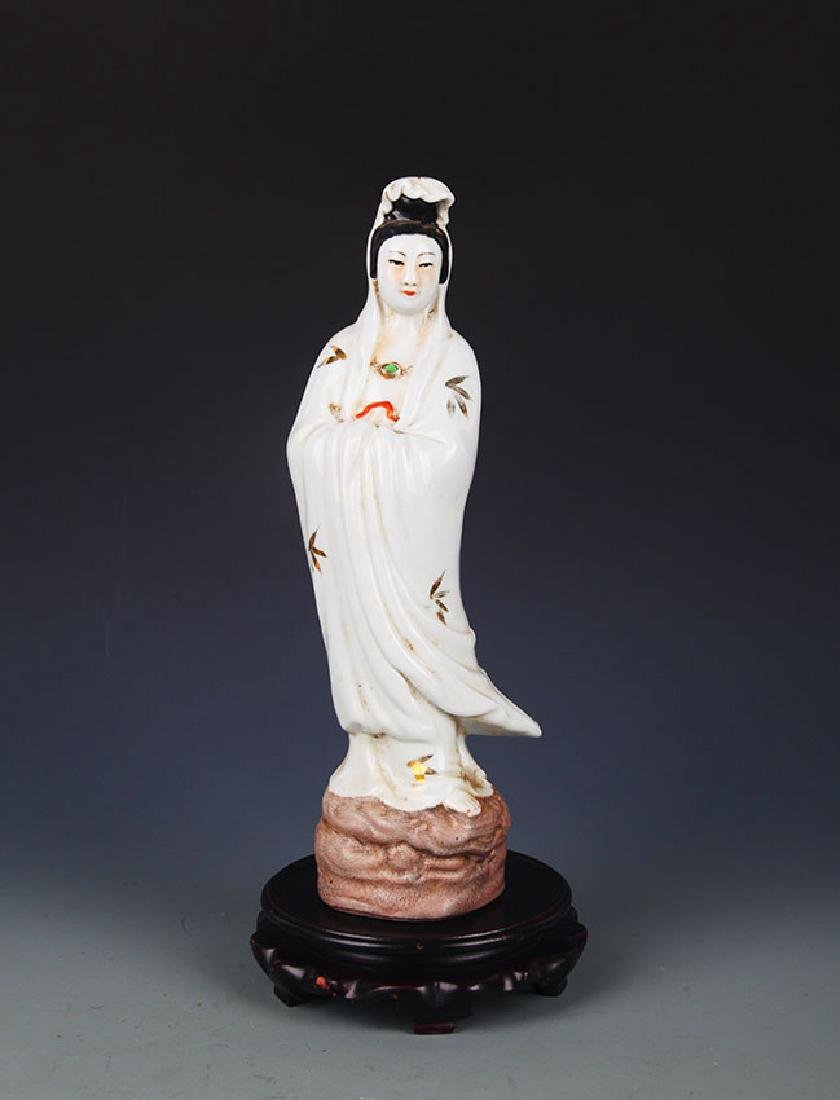 A FAMILLE ROSE PORCELAIN GUANYIN STATUES