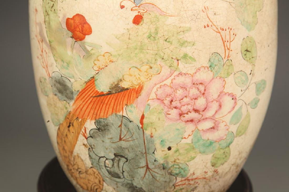 A FAMILLE ROSE COLOR PAINTED ROUND PORCELAIN JAR - 4