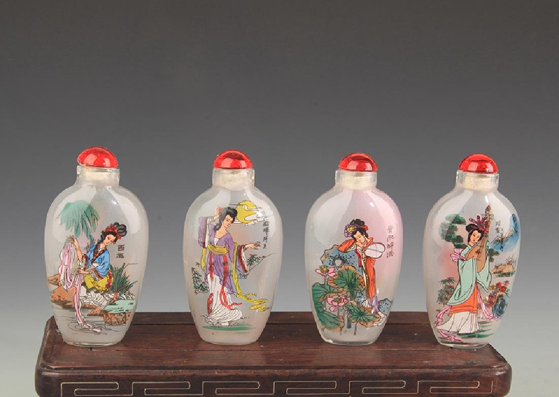 A Female Figurine Painted Snuff Bottle