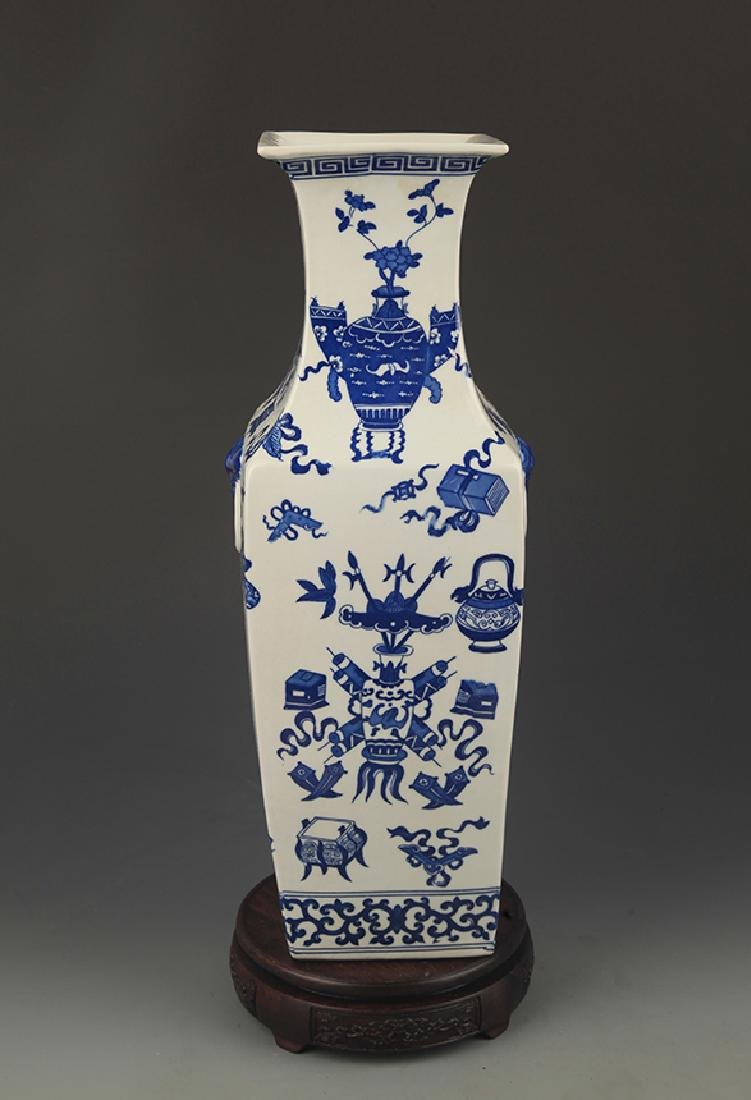 BLUE AND WHITE FLOWER PATTERN SQUIRE VASE