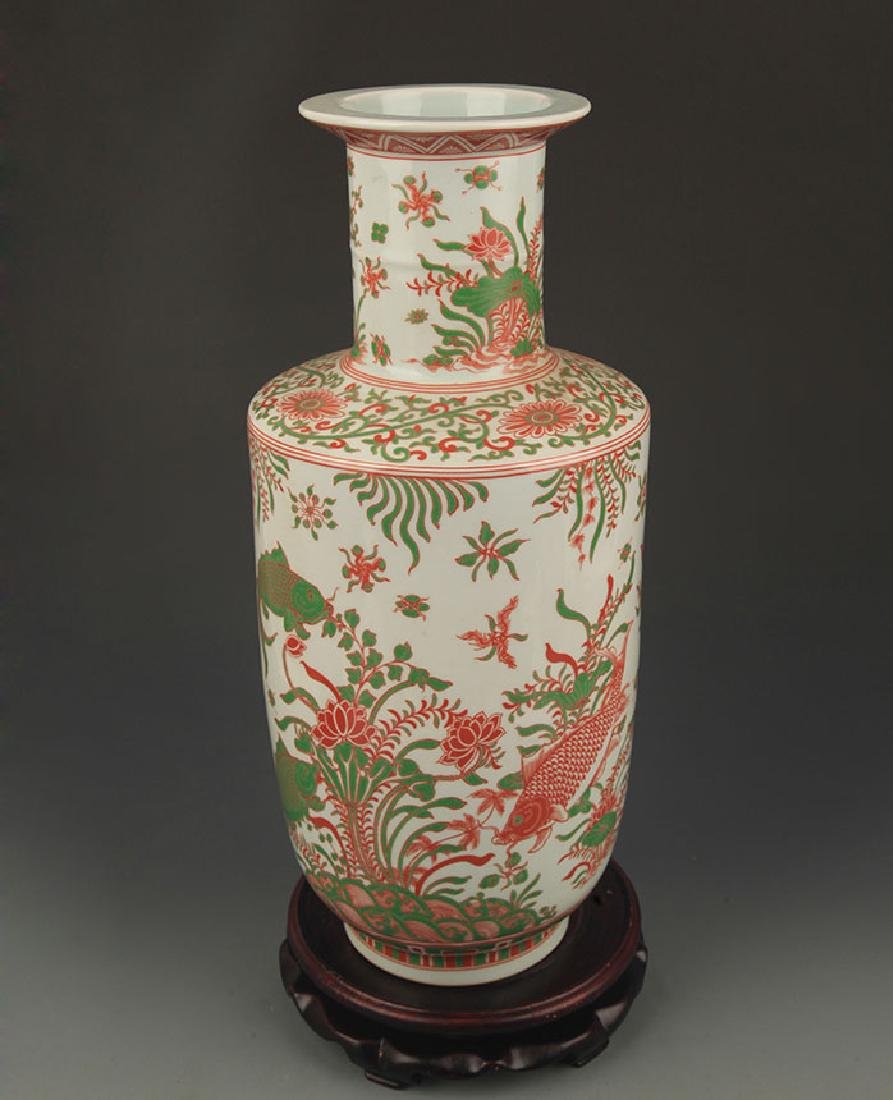 A FINE COLORFUL FISH PATTERN WOODEN CLUB STYLE VASE