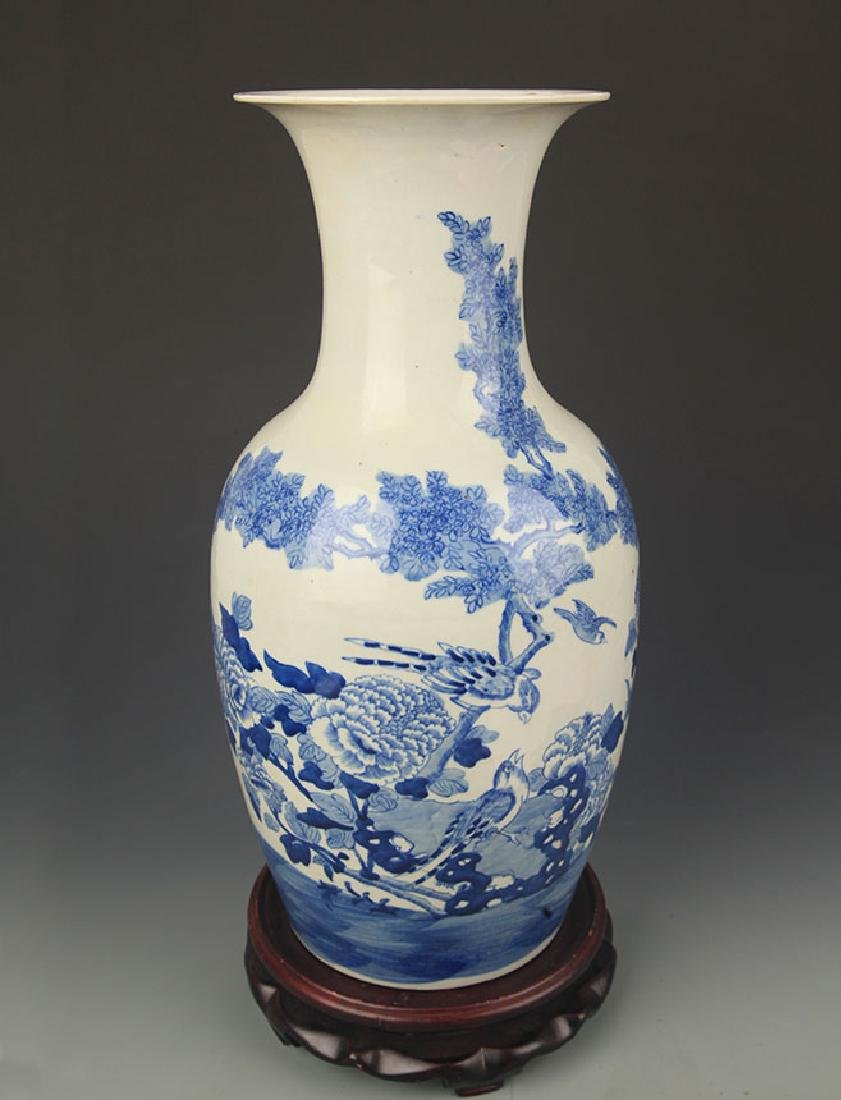 BLUE AND WHITE PEONY FLOWER PATTERN PORCELAIN VASE