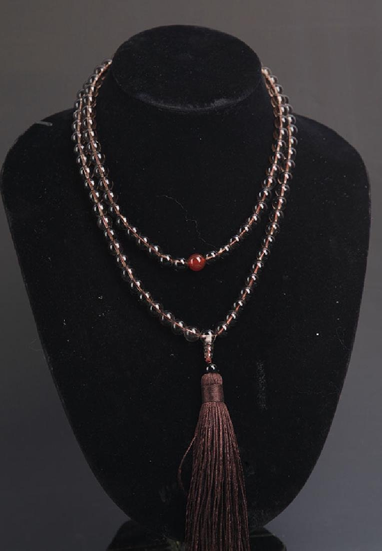 A FINE CRYSTAL NECKLACE