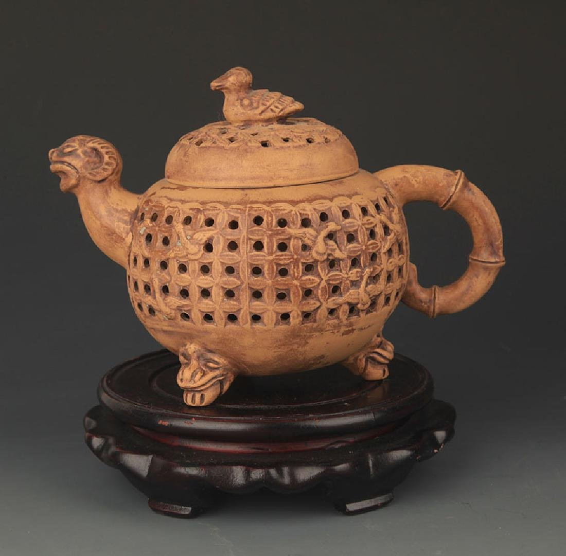 A FINE DOUBLE LAYER HALLOW MADE TEAPOT