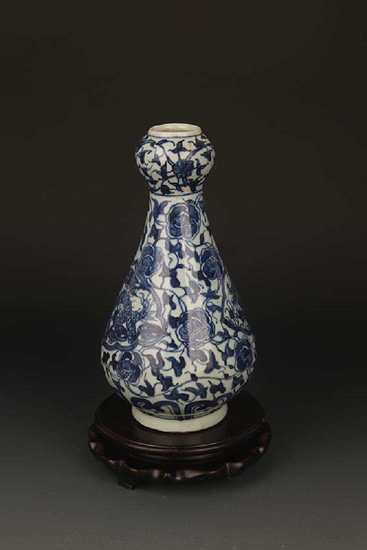 A FLOWER PAINTED BLUE AND WHITE JAR