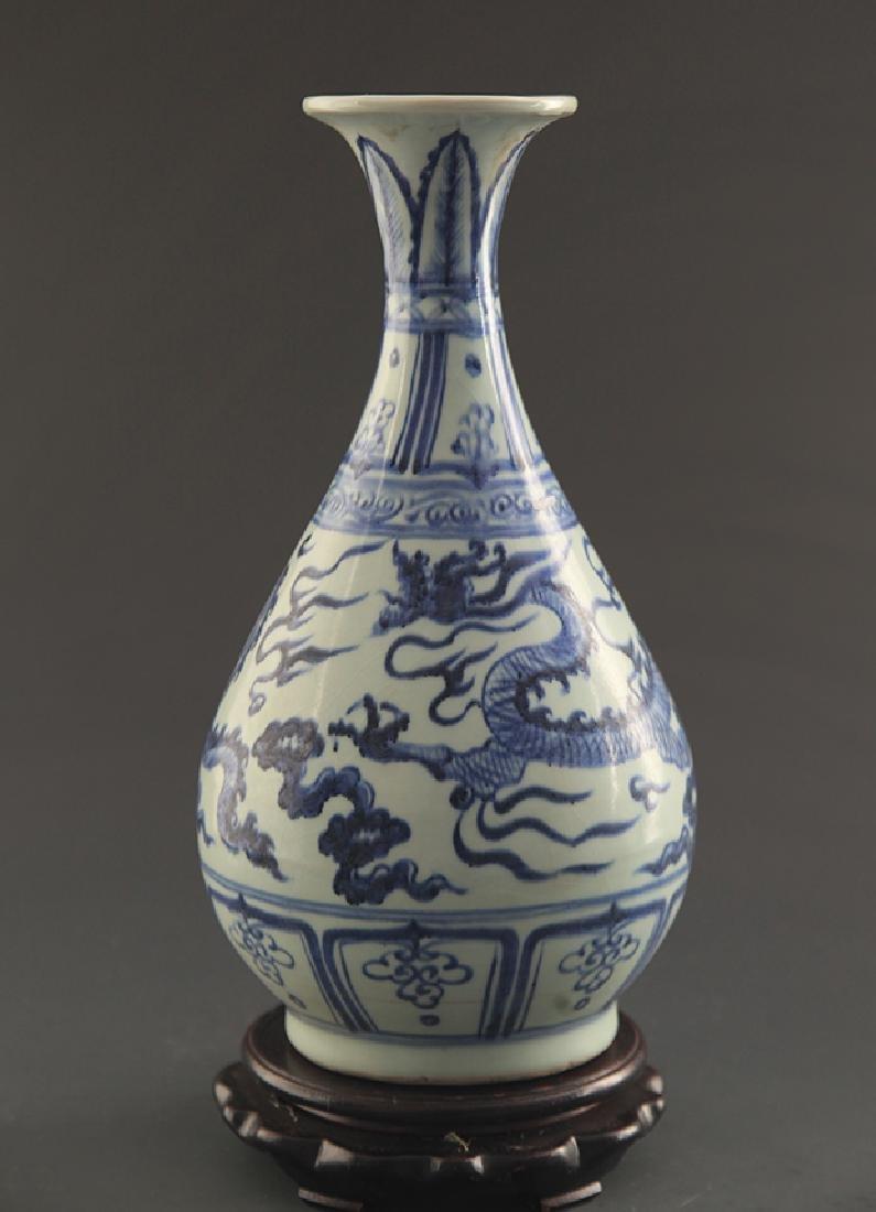 A BLUE AND WHITE DRAGON YU HU CHUN BOTTLE