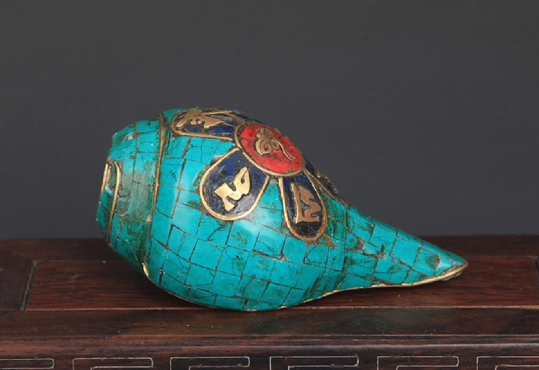 A TIBETAN BUDDHISM CONCH WITH TURQUOISE