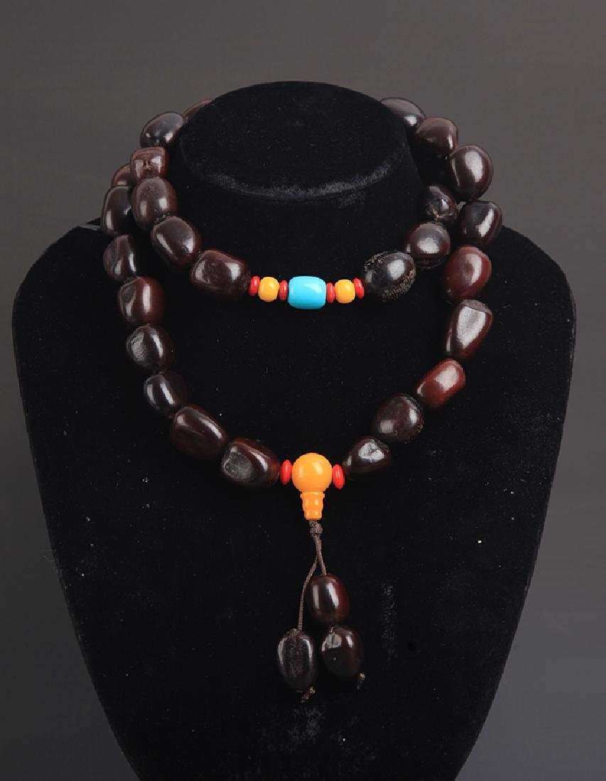 A FINE PU TI SEED PRAYER BEADS NECKLACE