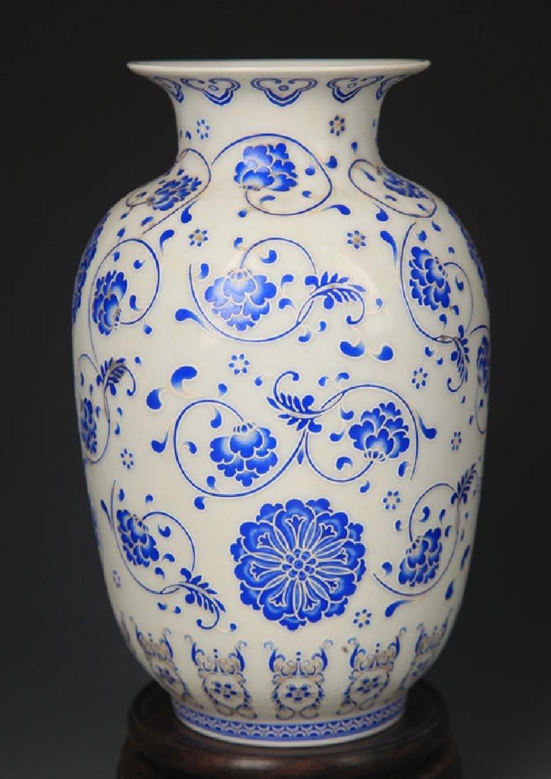 BLUE AND WHITE FLOWER PATTERN LANTERN STYLE VASE - 4