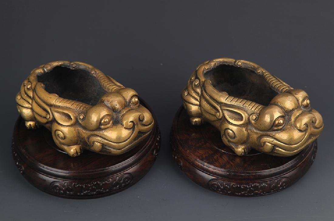 PAIR OF BRONZE RUI SHOU FIGURE AROMATHERAPY