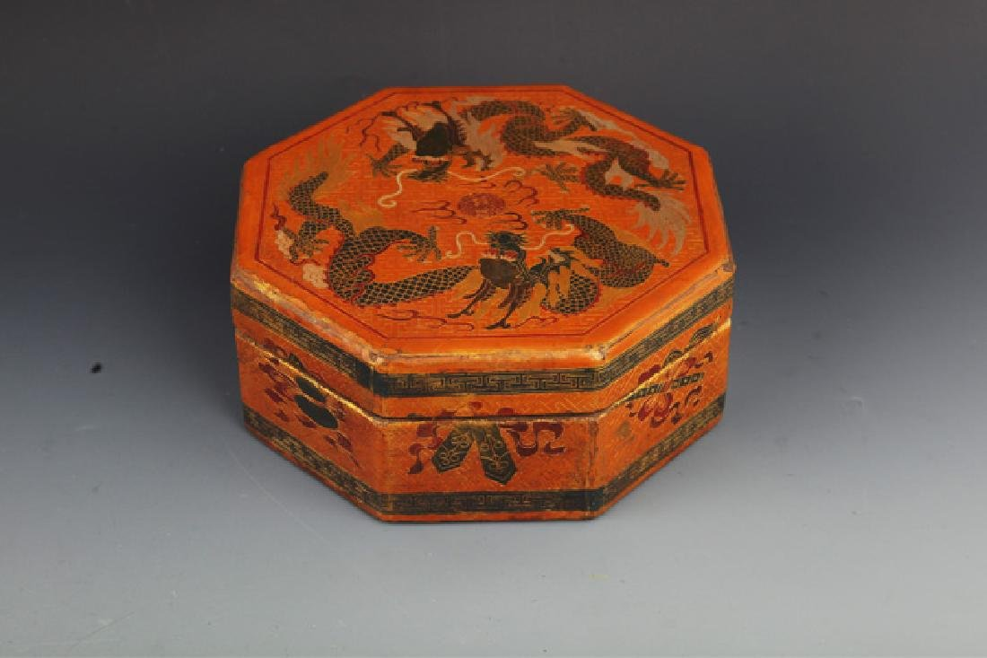 A GILT LACQUERED FLOWER PAINTED WOOD BOX