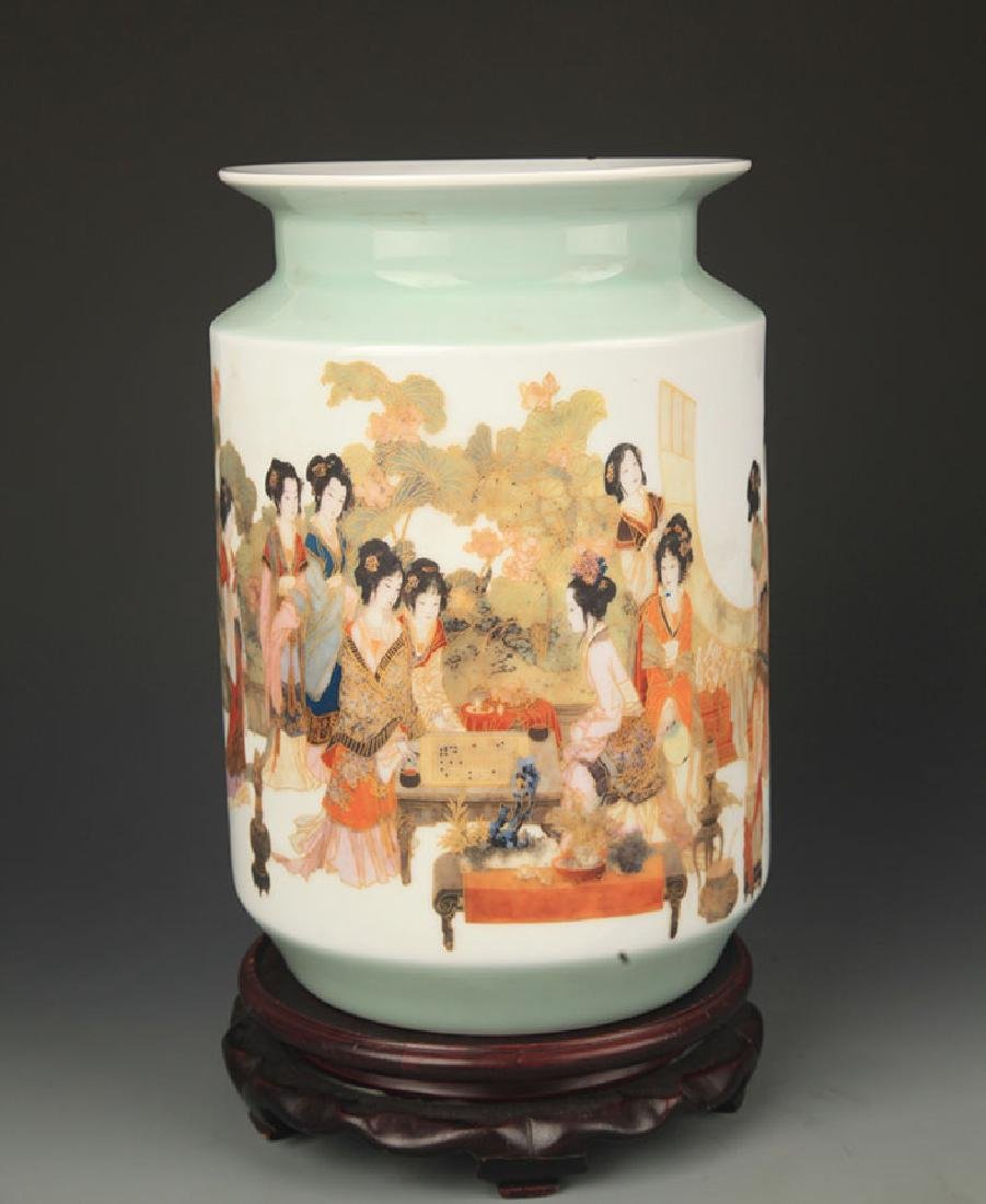 FAMILLE ROSE TWELEVE FEMALE PATTERN VASE