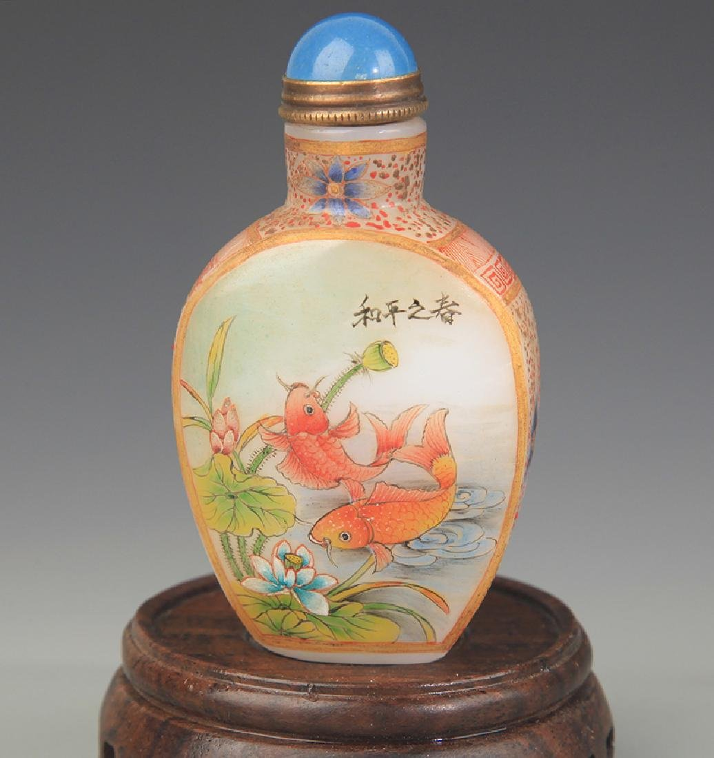 A FINE FISH PAINTED GLASS SNUFF BOTTLE