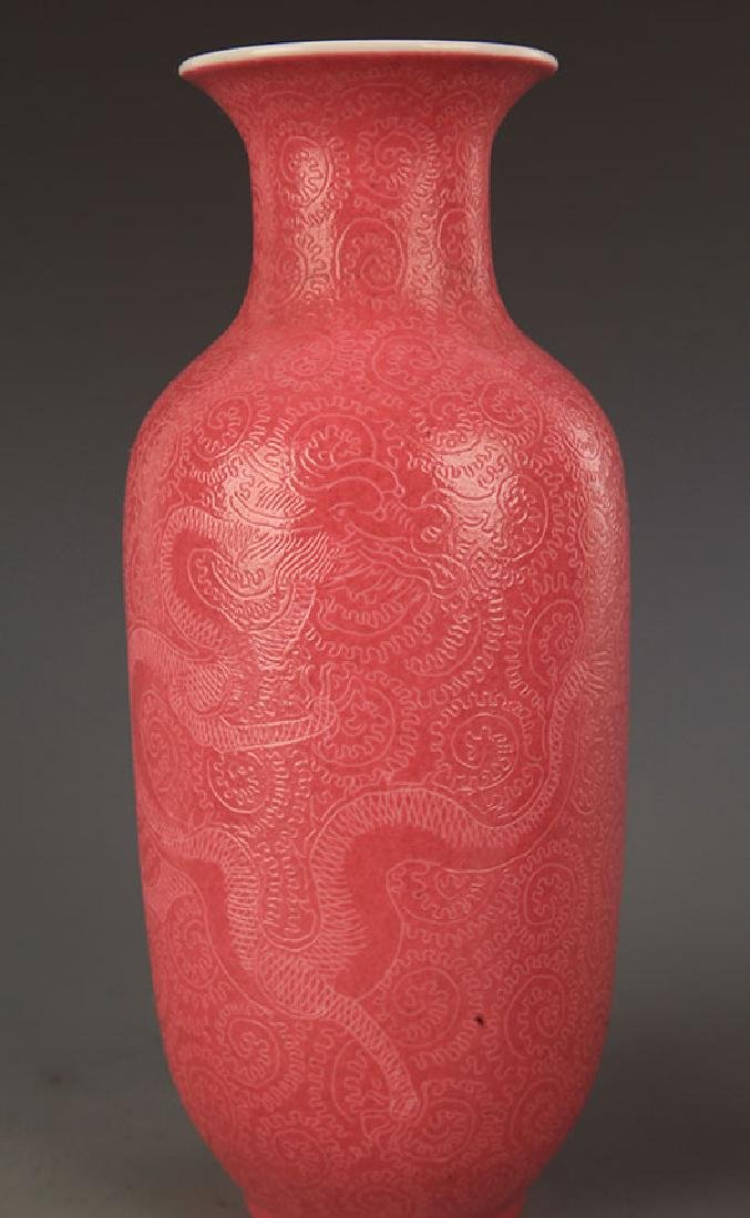 A ROUGH RED COLOR GLAZED DRAGON VASE - 5
