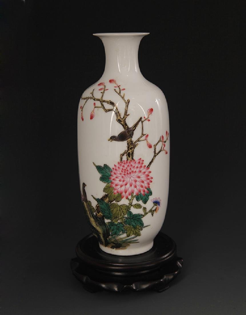 FAMILLE ROSE FLOWER PAINTING PORCELAIN VASE