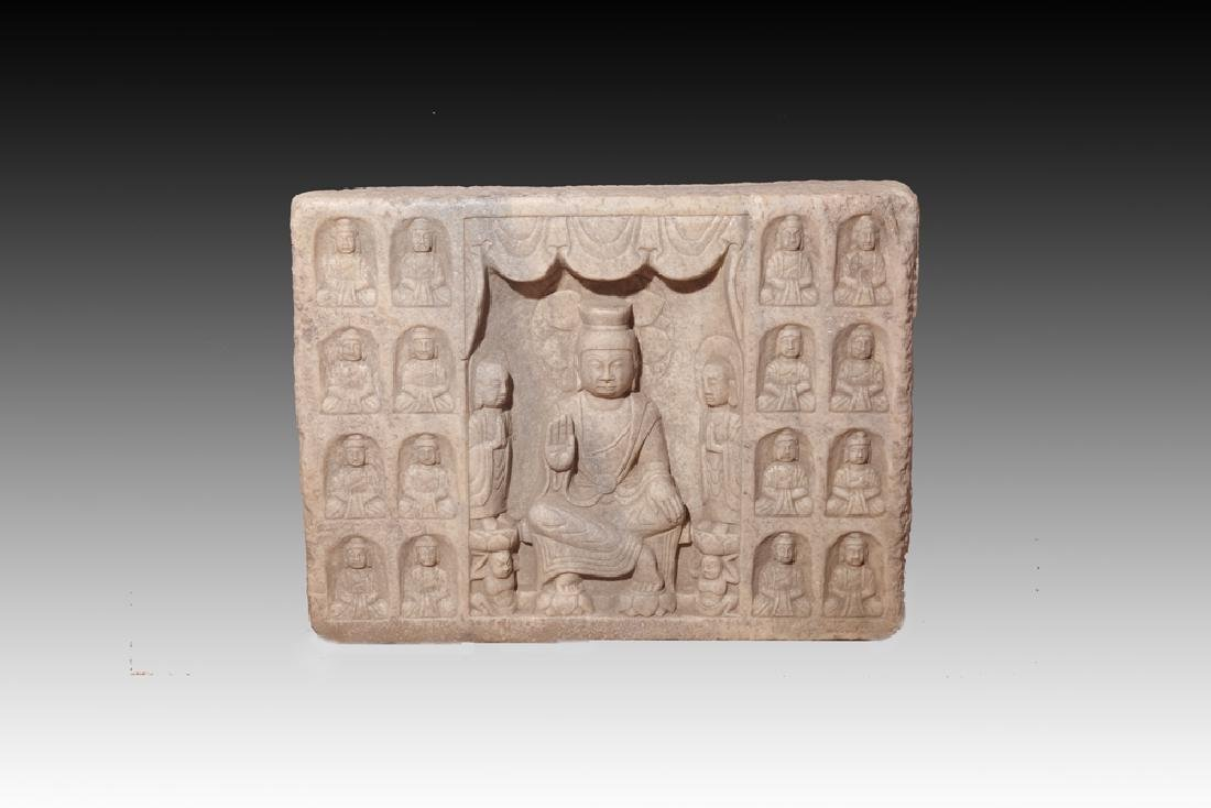A LARGE FINLY CARVED STONE BUDDHA STATUE