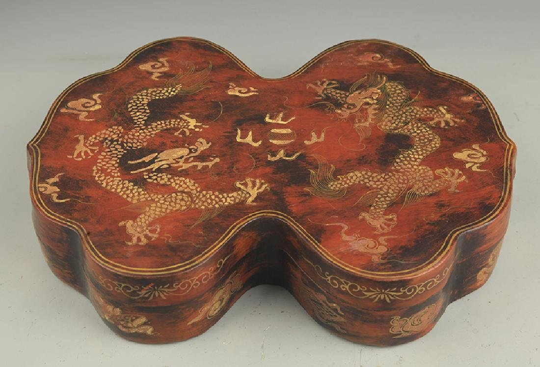 A GILT LACQUER DOUBLE DRAGON PAINTED WOODEN BOX
