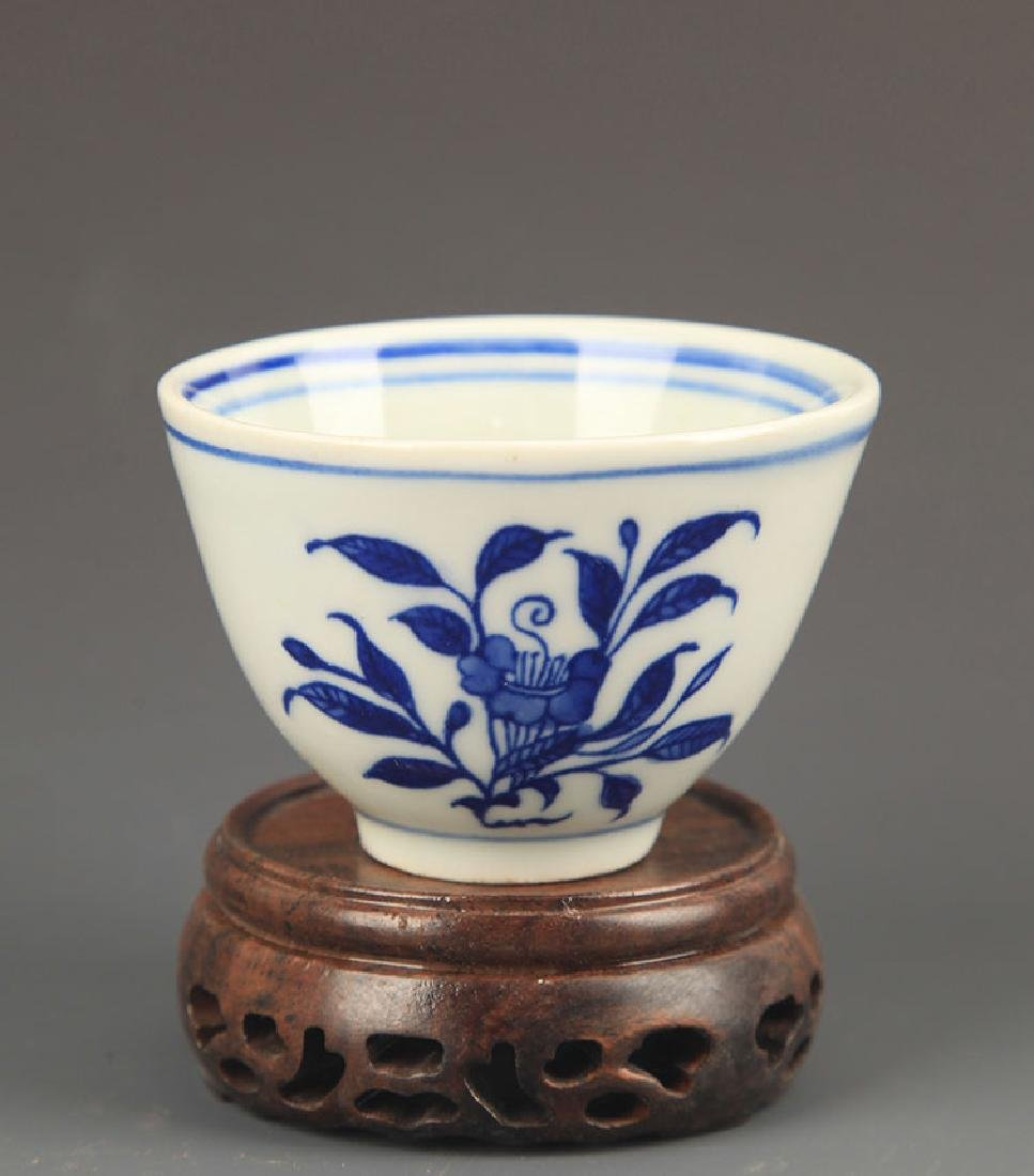 PAIR OF FLOWER BLUE AND WHITE CUP - 3