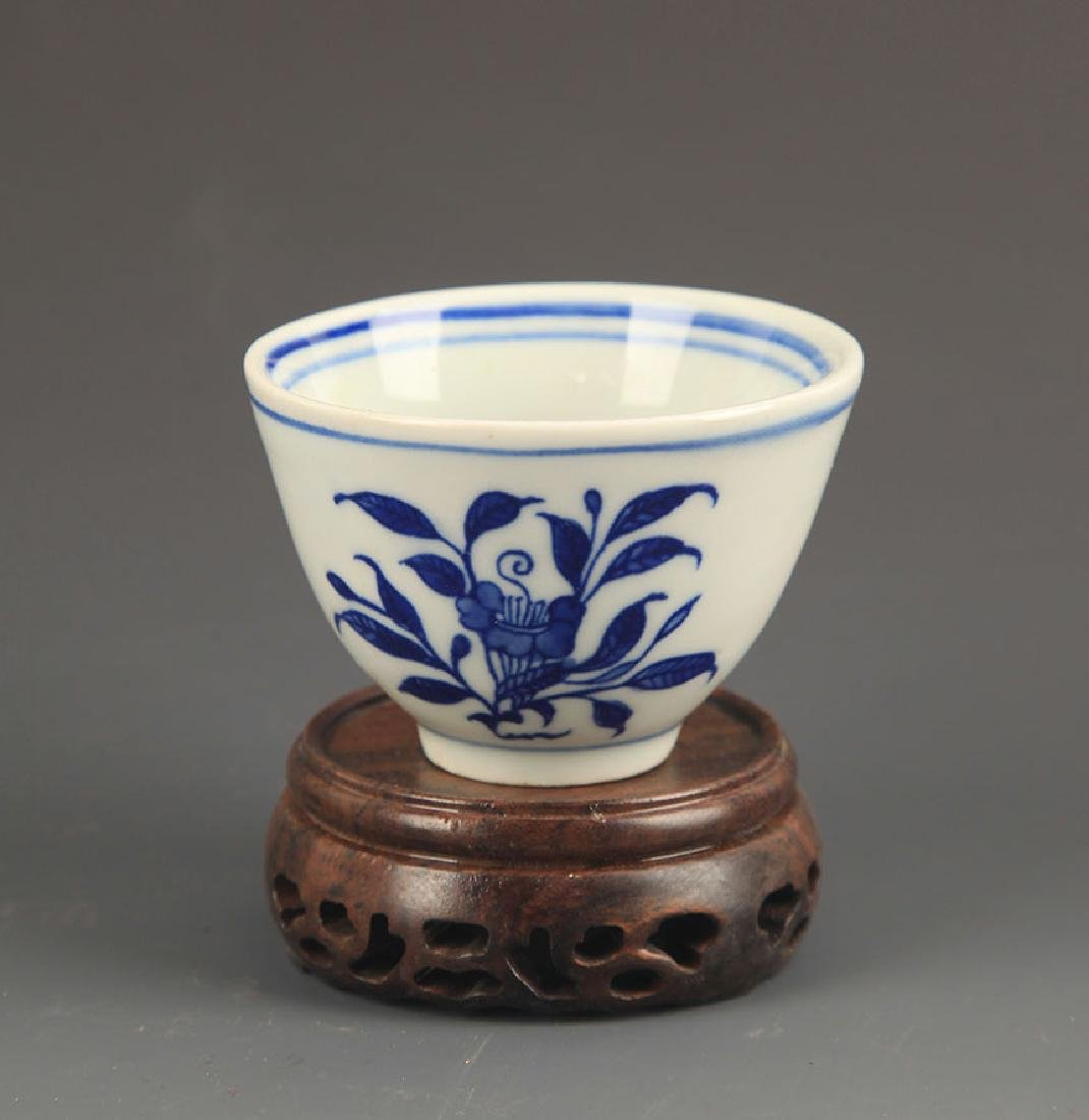 PAIR OF FLOWER BLUE AND WHITE CUP - 4