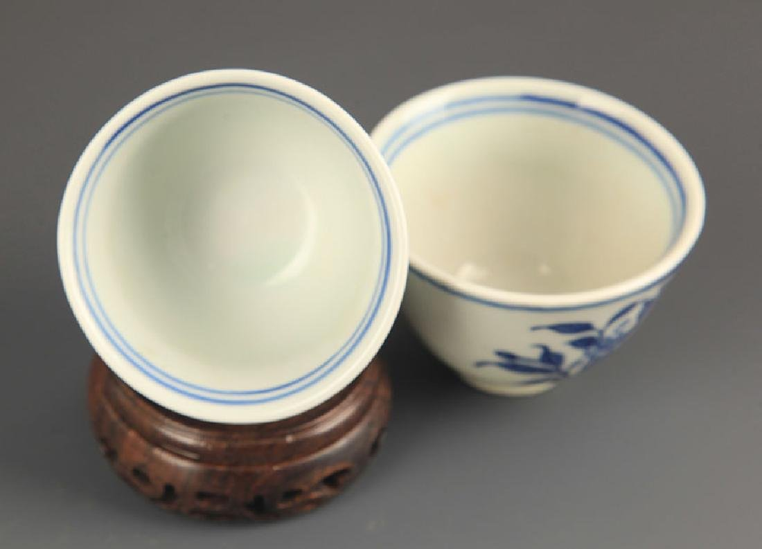 PAIR OF FLOWER BLUE AND WHITE CUP - 5