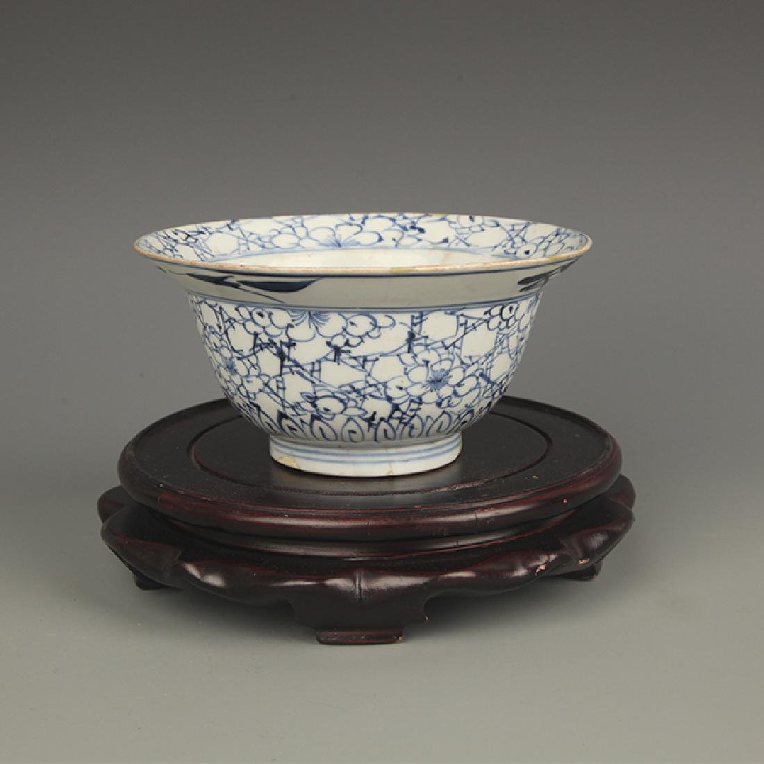 A BLUE AND WHITE FLOWER PAINTED BOWL