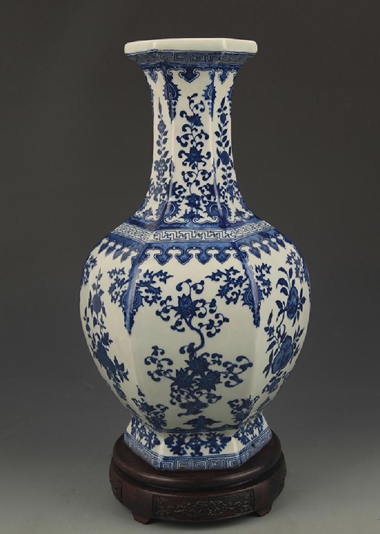 BLUE AND WHITE FLOWER PATTERN SIX SIDED VASE