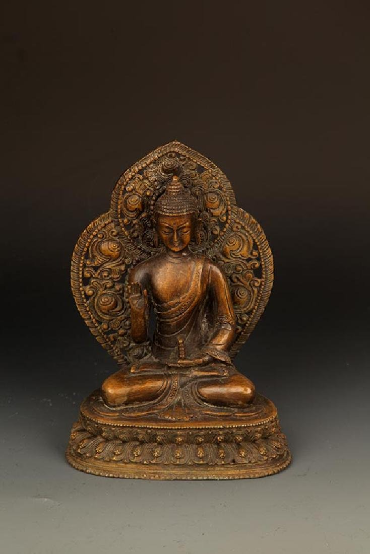 A FINELY CARVED TATHAGATA BUDDHA FIGURE WITH HALO
