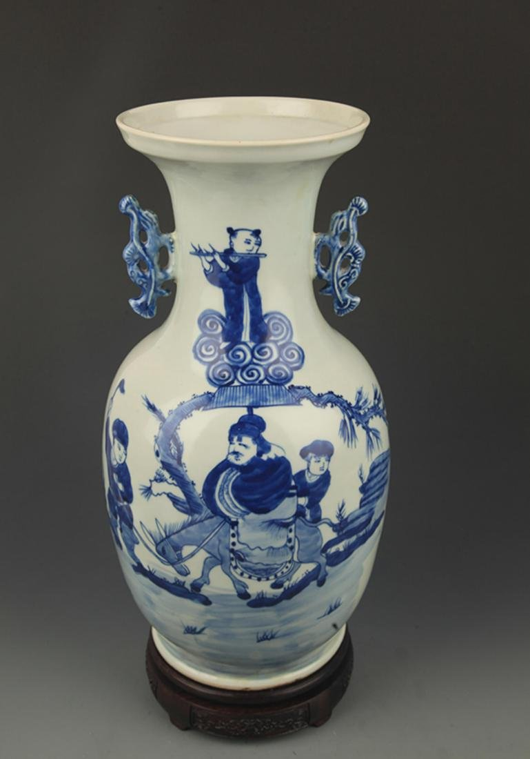 BLUE AND WHITE STORY PAINTED DOUBLE EAR PORCELAIN VASE