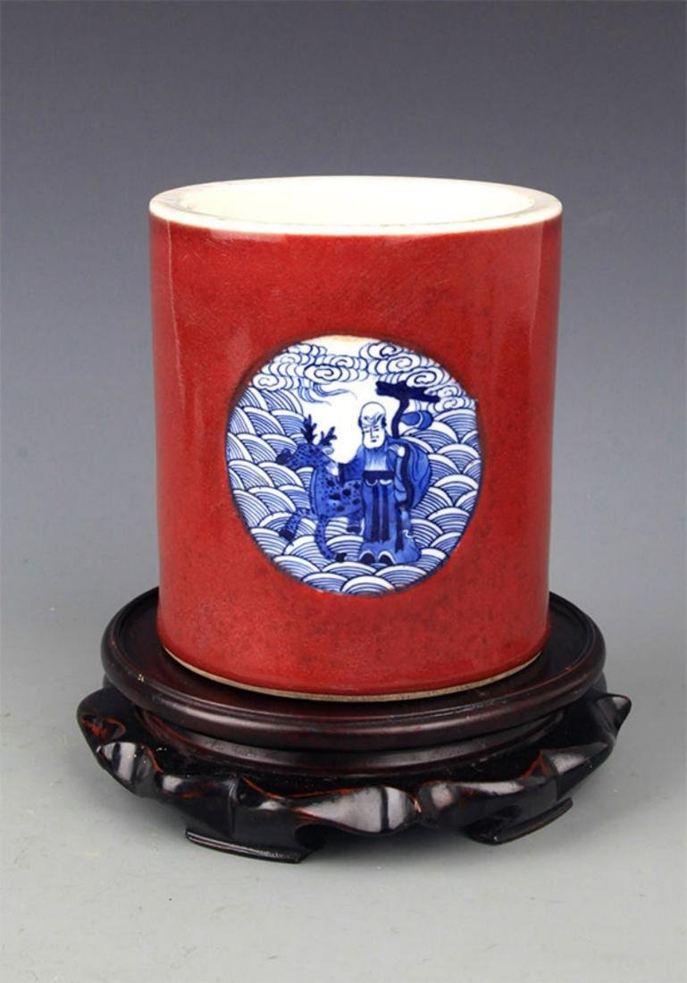 A RED GROUND BLUE AND WHITE BRUSH HOLDER - 2