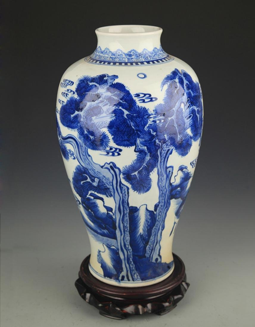 BLUE AND WHITE PINE TREE PAINTING PORCELAIN VASE