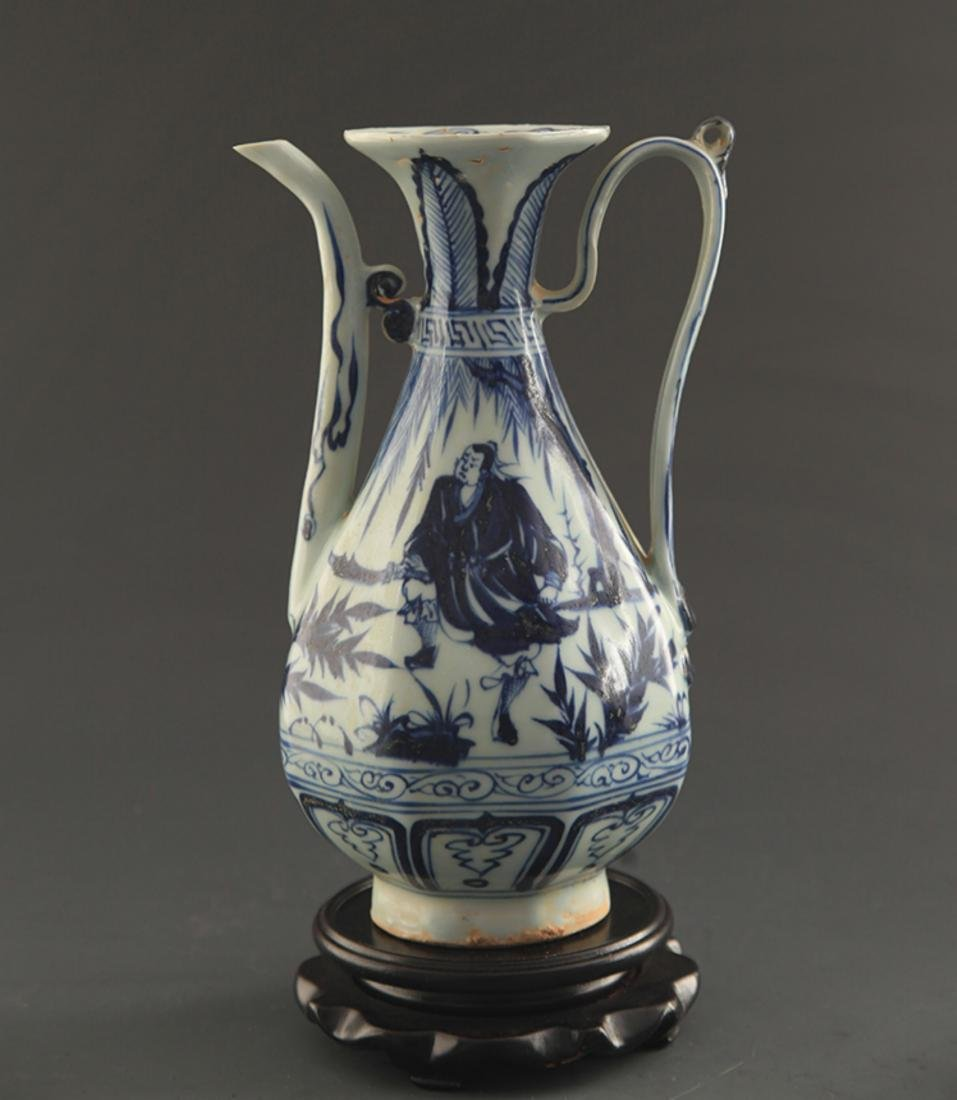 A BLUE AND WHITE FINELY PAINTED WATER JAR