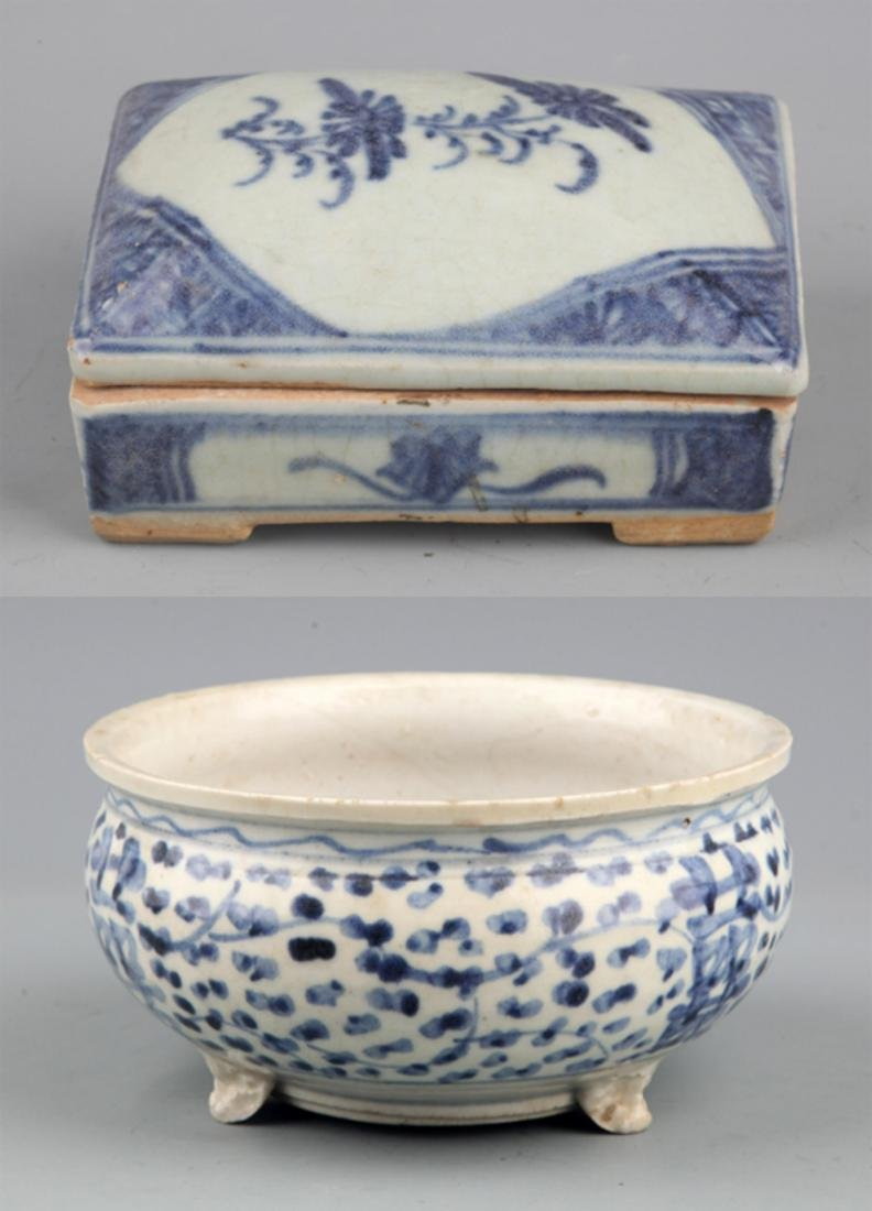A PORCELAIN MAKE UP BOX AND CENSER