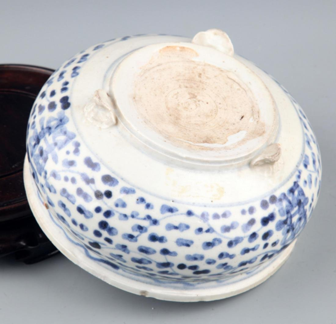 A PORCELAIN MAKE UP BOX AND CENSER - 9