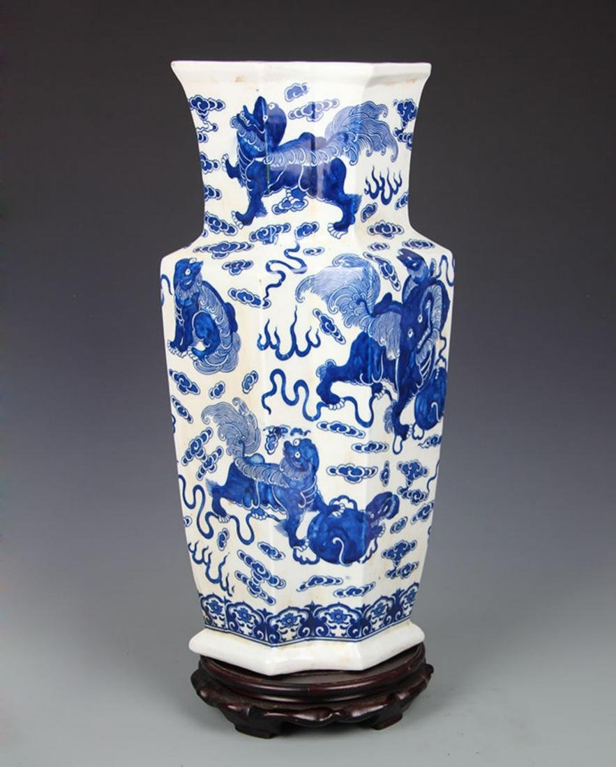 BLUE AND WHITE LION PLAYING PATTERN PORCELAIN VASE