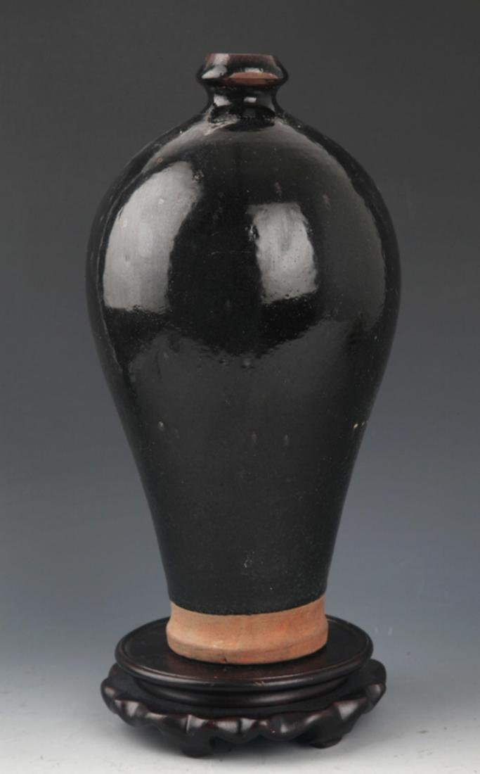 "A BLACK COLOR ""DING YAO"" MEI PORCELAIN BOTTLE"