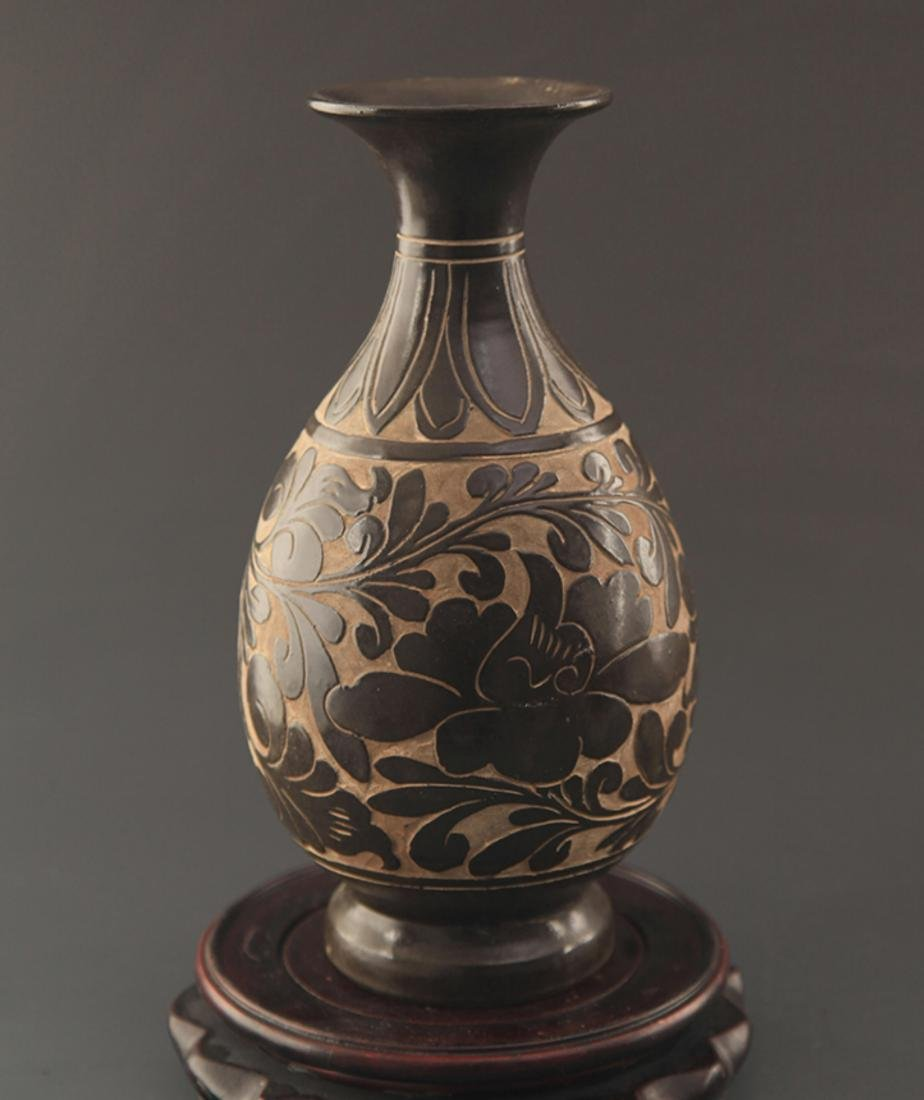 "A ""CI ZHOU YAO"" FLOWER CARVING YU HU CHUN BOTTLE"