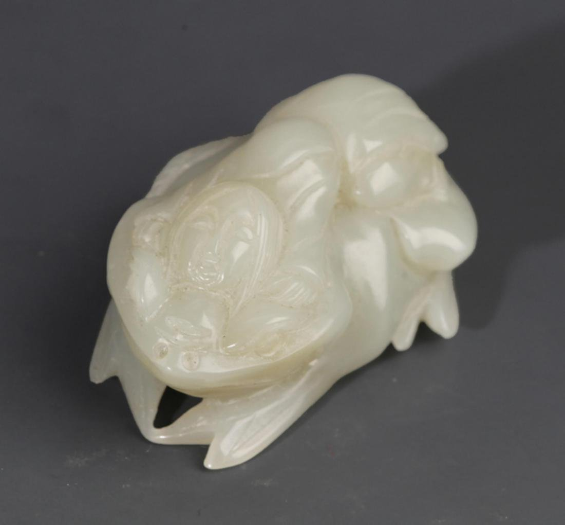 A FINELY THREE FOOT TOAD SHAPED GREENISH WHITE JADE - 2