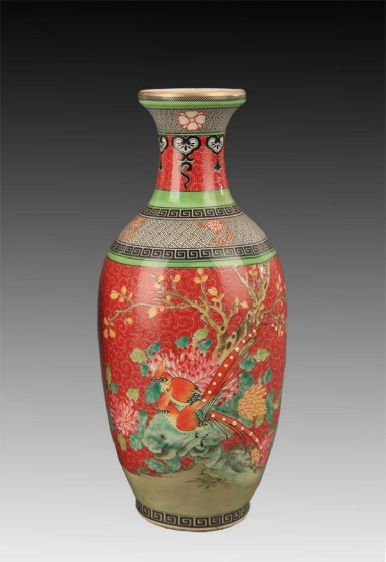 A FAMILLE ROSE PEONY PATTERN DECORATIONAL VASE