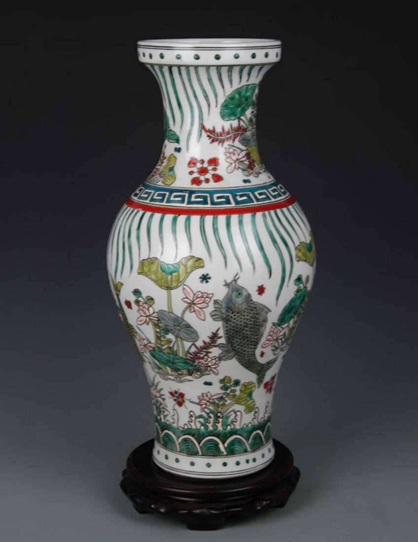 A FAMILLE VERTE FISH PAINTED PORCELAIN VASE