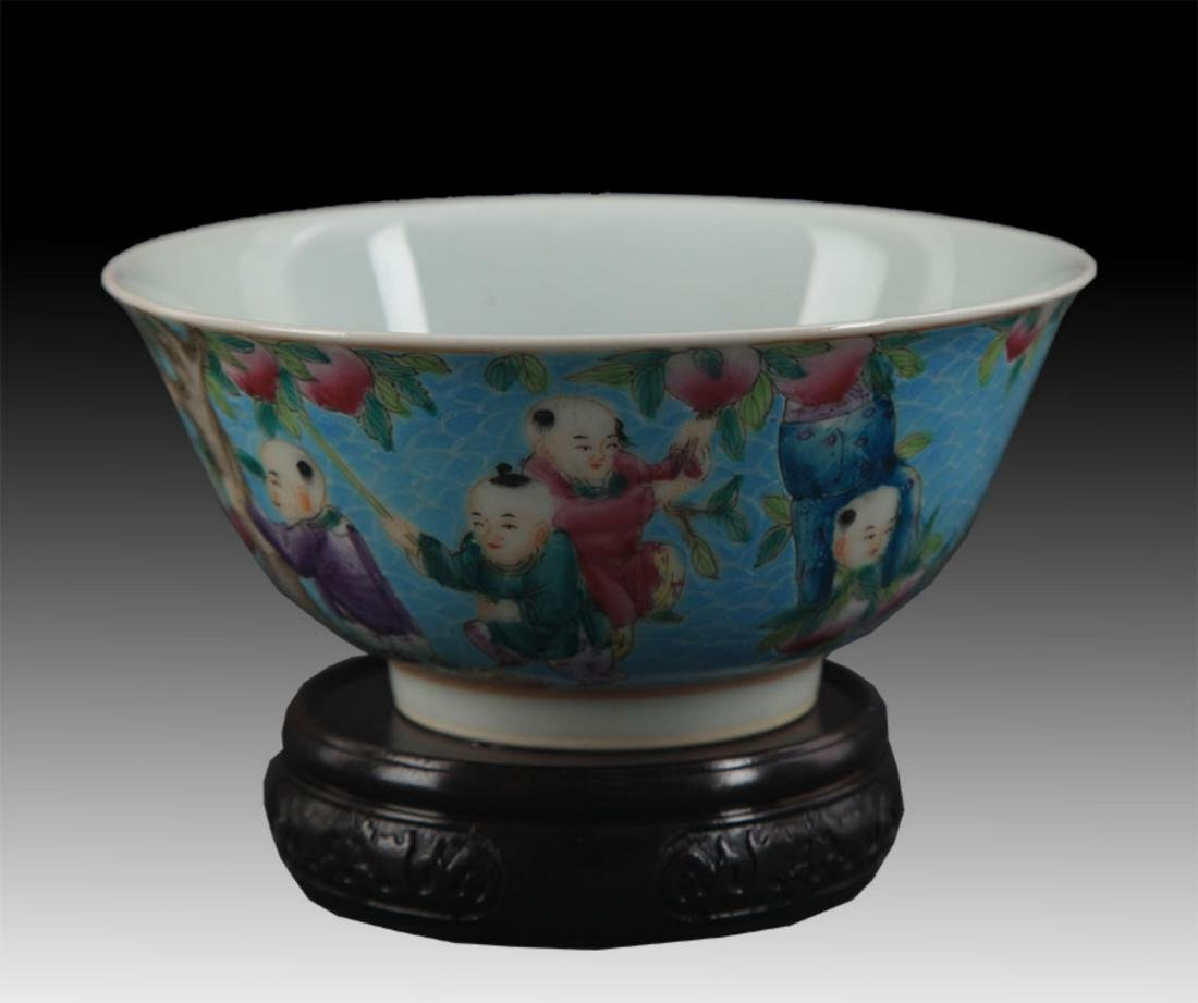 A TURQUOISE GROUND FAMILLE ROSE PORCELAIN BOWL