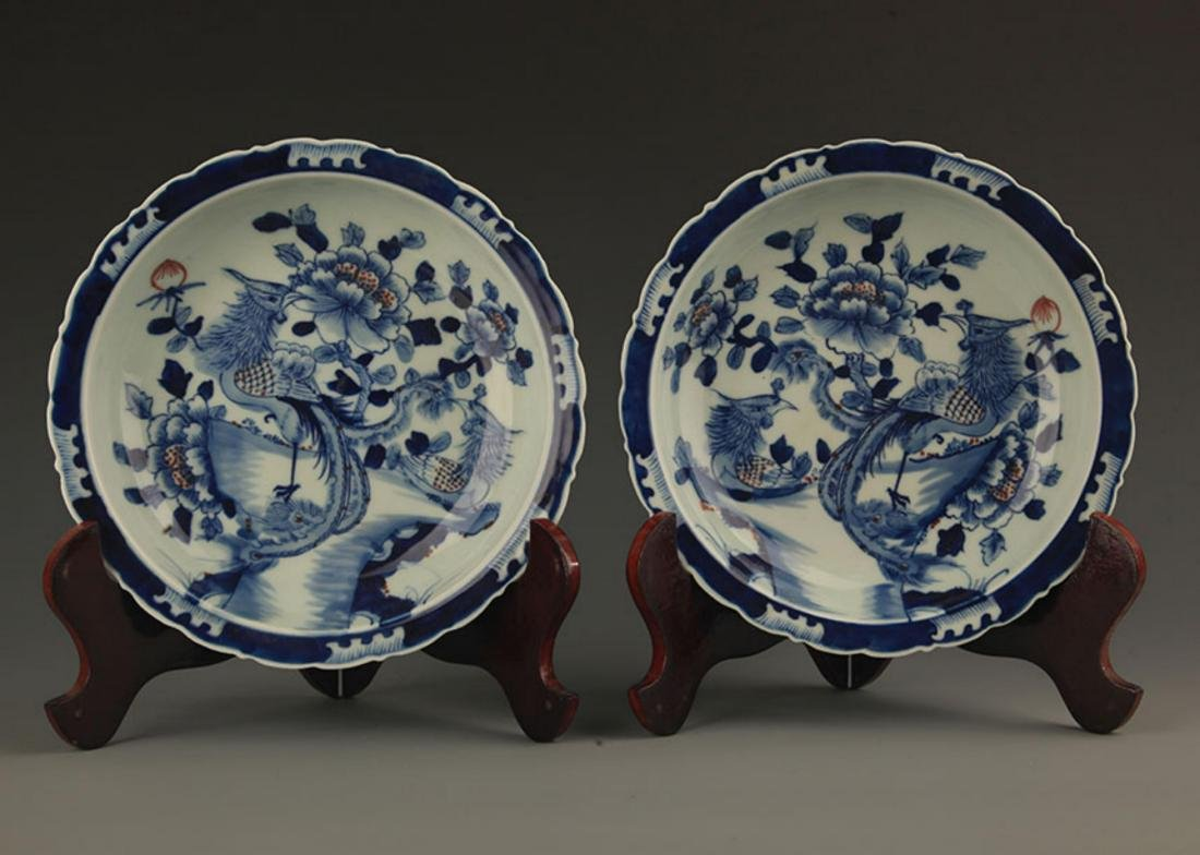 PAIR OF BLUE AND WHITE PAINTED PORCELAIN PLATE