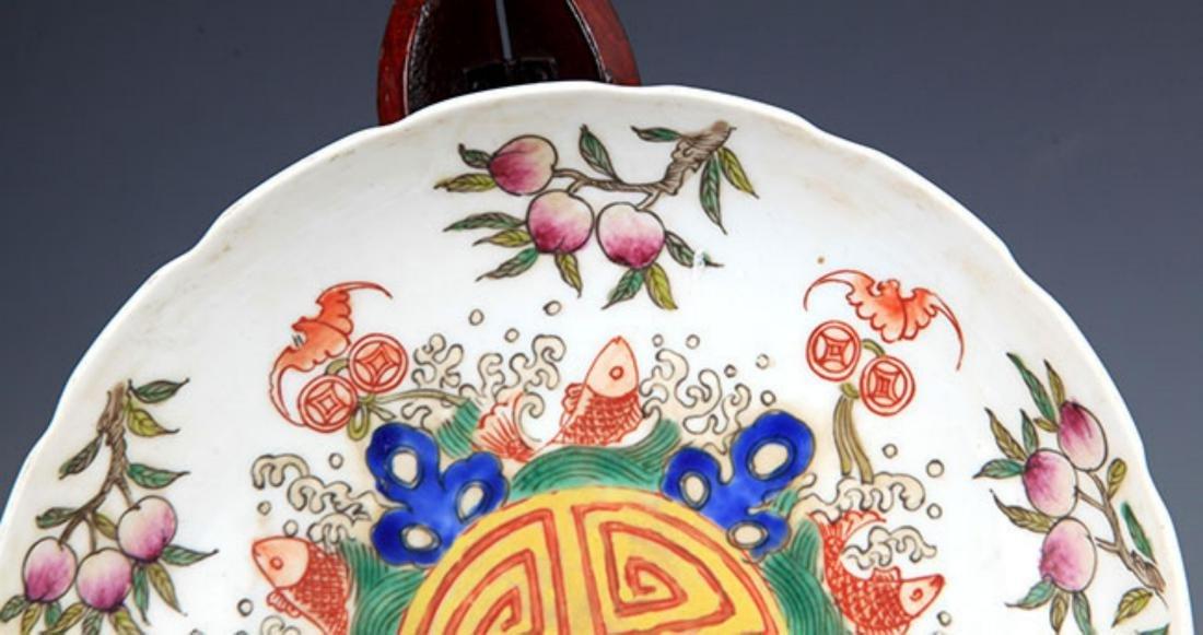 A GUAN KILN FAMILLE ROSE FLOWER PATTERN PLATE - 2