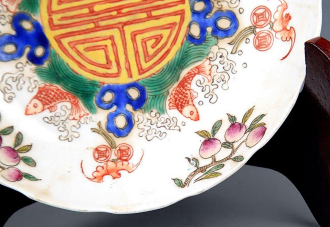 A GUAN KILN FAMILLE ROSE FLOWER PATTERN PLATE - 4
