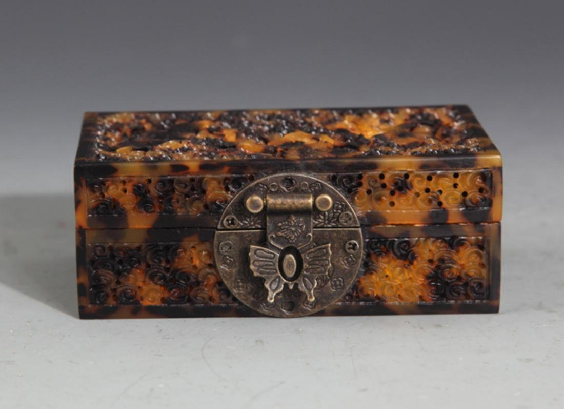 A FINE OLD CHINESE JEWELRY BOX