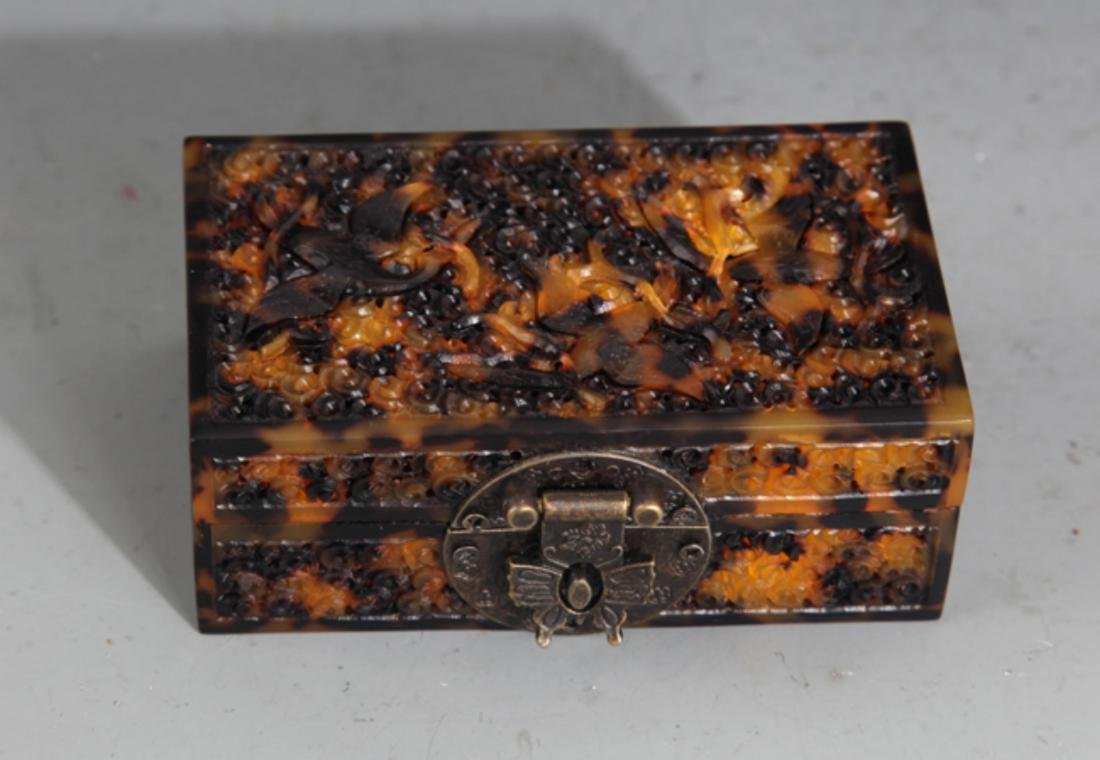 A FINE OLD CHINESE JEWELRY BOX - 2